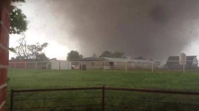 Moore tornado - Joshua Wiatt Stacey