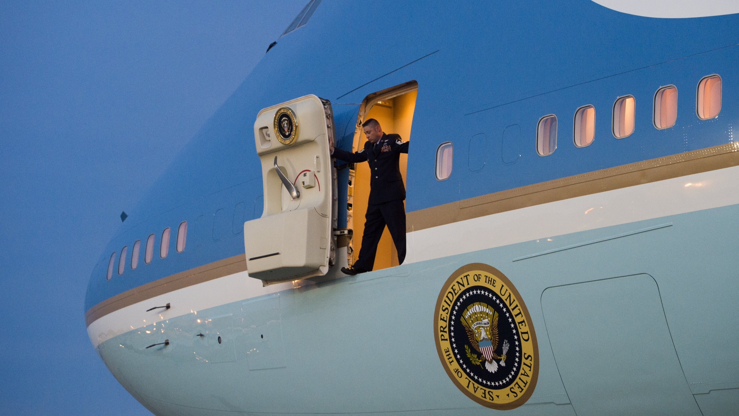 Trump Wants To Cancel Air Force One Order From Boeing Kfor Com
