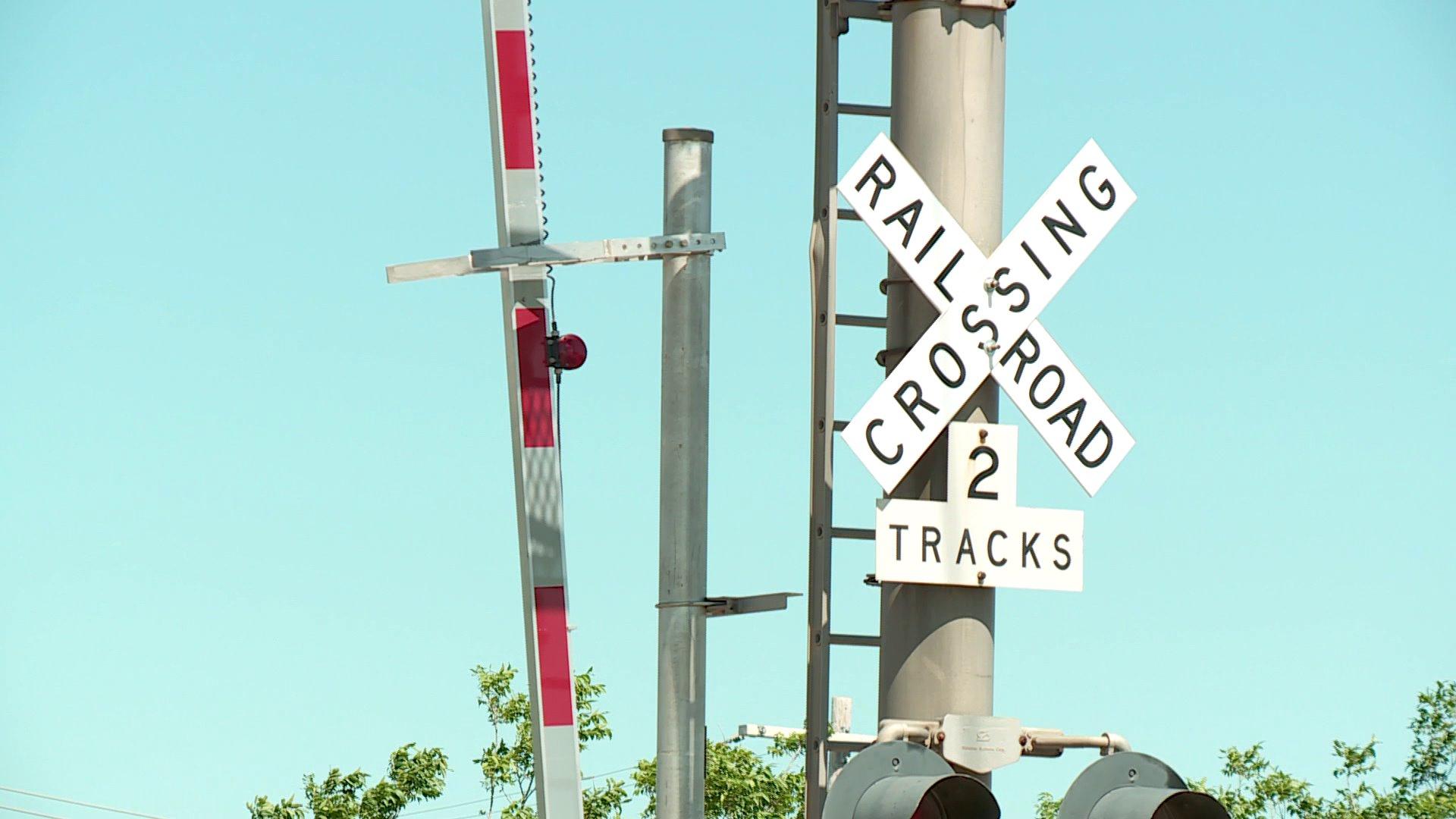 Railroad crossing bar