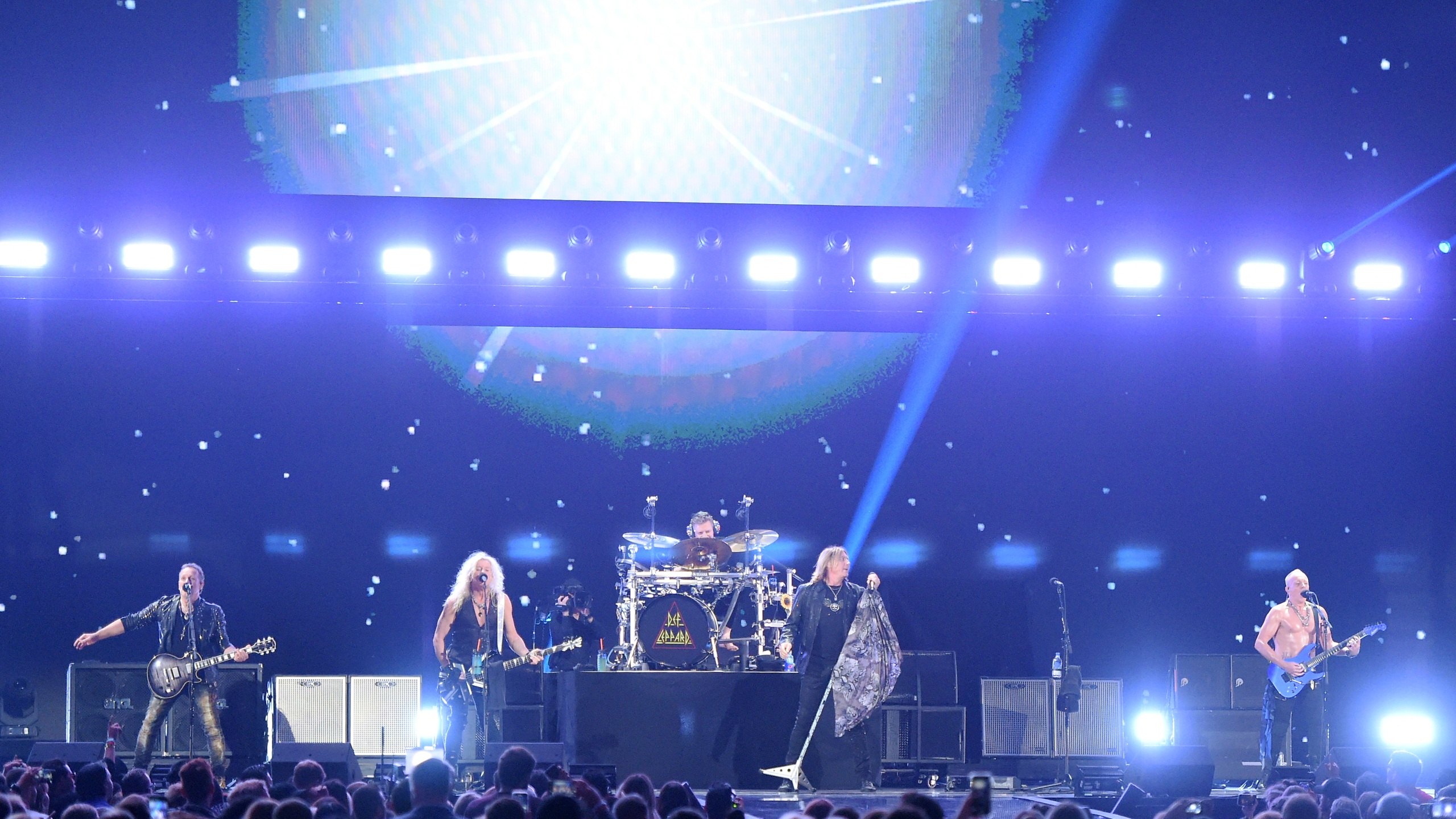 LAS VEGAS, NEVADA - SEPTEMBER 21: (L-R) Vivian Campbell, Rick Savage, Rick Allen, Joe Elliott and Phil Collen of Def Leppard perform onstage during the 2019 iHeartRadio Music Festival at T-Mobile Arena on September 21, 2019 in Las Vegas, Nevada. (Photo by Ethan Miller/Getty Images)