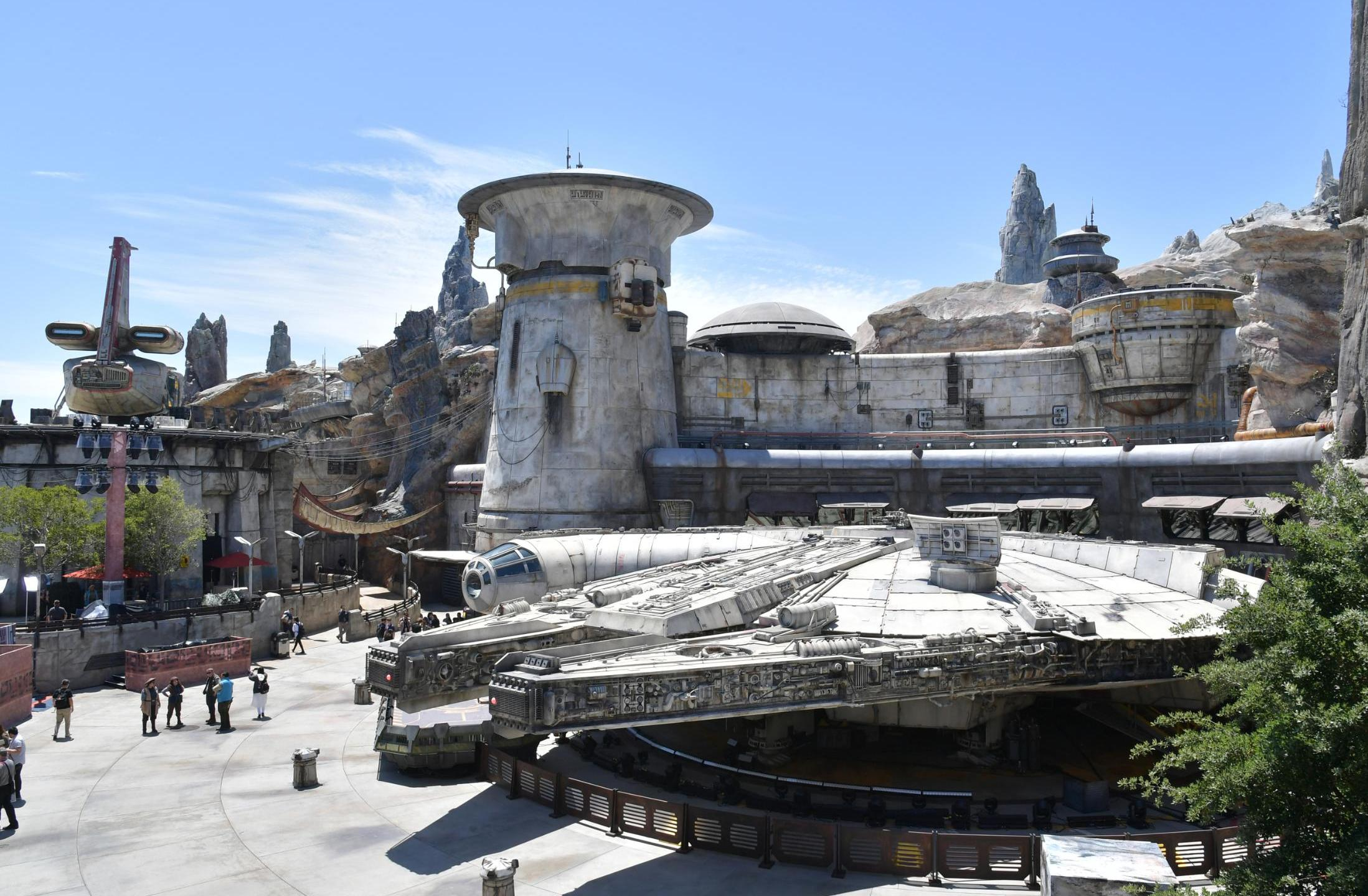 Star Wars Galaxy's Edge **This image is for use with this specific article only** Disney fans looking to party with Micke… Amy Sussman/Getty Images