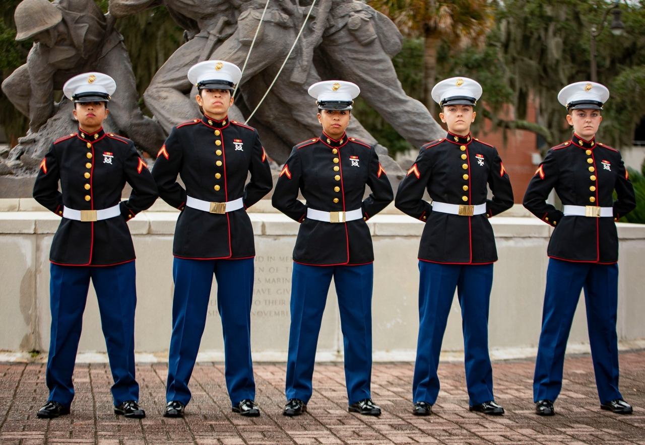 Two sets of sisters graduate from Marine Corps training together