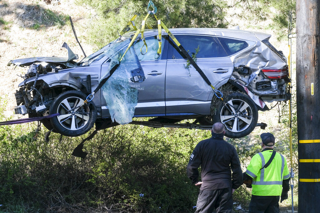 Image of Tiger Woods wrecked vehicle