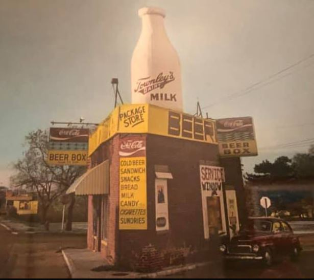 Iconic milk bottle building before Braum's advertisement in 1996