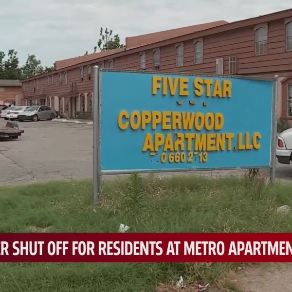 Sign outside of the Five Star Copperwood Apartments