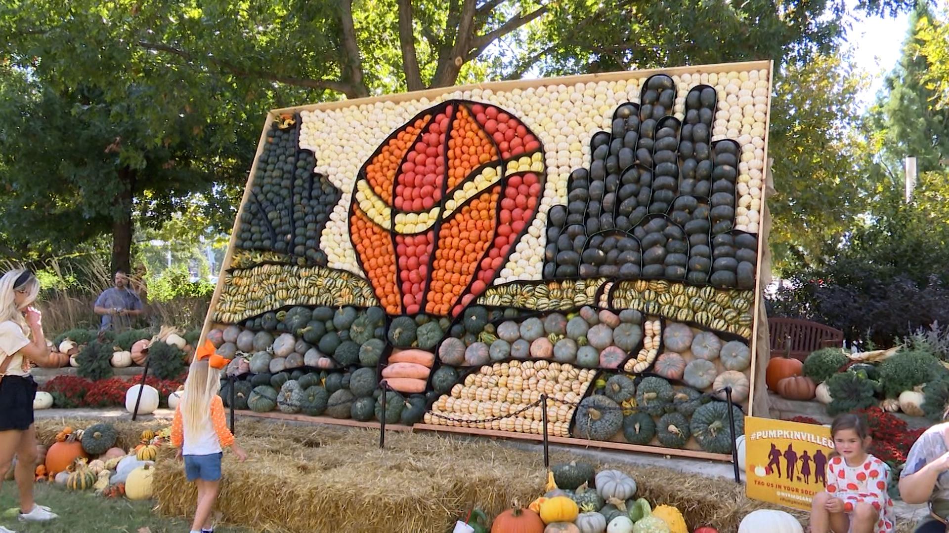 Mural made of pumpkins at Pumpkinville 2021