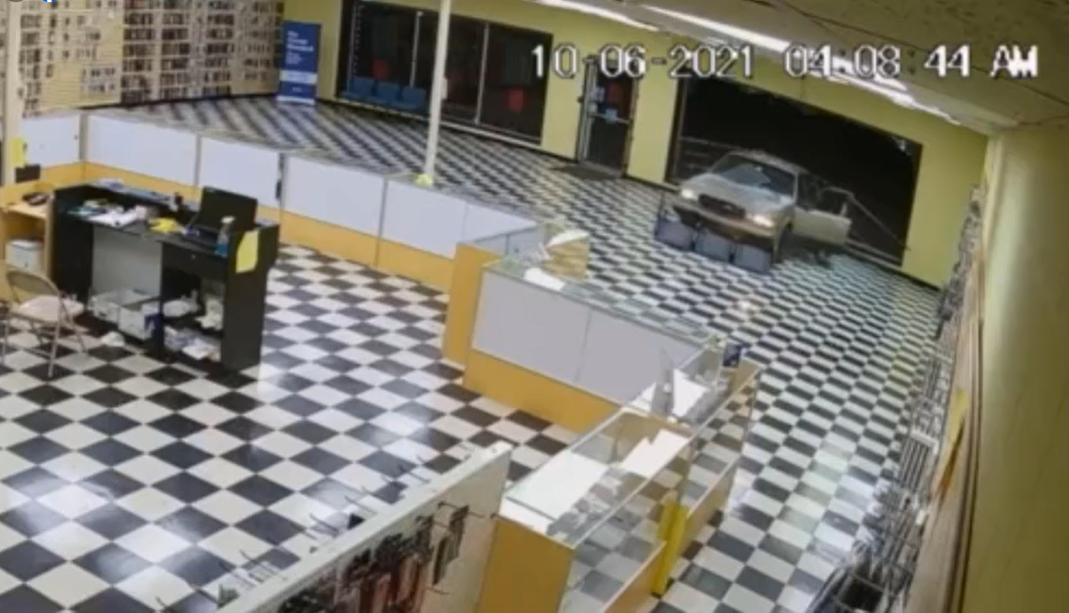 Suspects use Buick to break into store